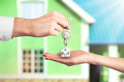 Как правильно составить договор дарения квартиры и кто поможет в решении данного вопроса? Образец заполнения дарственной