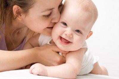 Можно ли выписать из квартиры мать несовершеннолетнего ребенка с ним и без него, а также как снять с учета отца без его согласия?