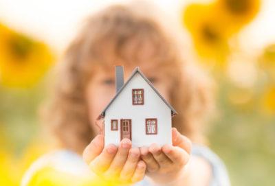 Изображение - Как выписать ребенка из квартиры отца и прописать к матери rebenok_i_dom_1_19203645-400x271