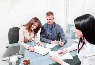 Сколько стоит договор дарения доли квартиры у нотариуса: как оформить и нужно ли заверять документ или нет, а также стоимость такого удостоверения