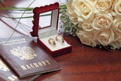 Какие нужны документы на гражданство РФ по браку: актуальный перечень бумаг для подачи заявления на получения местожительства