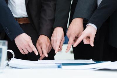 ТСЖ управляет домом или управляющая компания: в чем отличия, как заключаются договора, а также о том, как можно забрать дом у управляющей организации