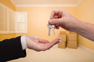 Можно ли прописать человека в неприватизированную квартиру