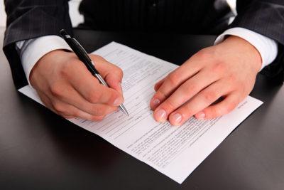 Изображение - Список актуальных ипотечных программ в зенит банке и их особенности zapolnyaet_anketu_1_07111941-400x267