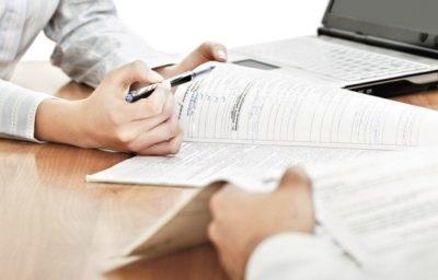 Вносим изменения в трудовой договор и локальные нормативные акты