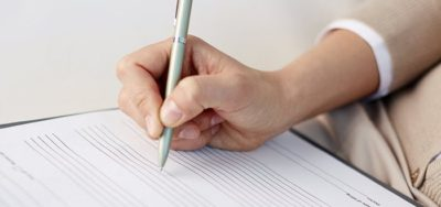 Какие документы должны выдать при увольнении по собственному желанию: список бумаг и справок, а также образцы документации, которую нужно забрать сотруднику и взять с собой при уходе с работы