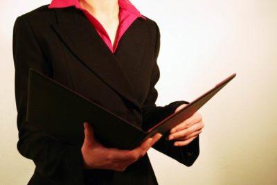 Увольнение многодетной матери по собственному желанию без отработки: может ли руководитель это одобрить и каков порядок данной процедуры?