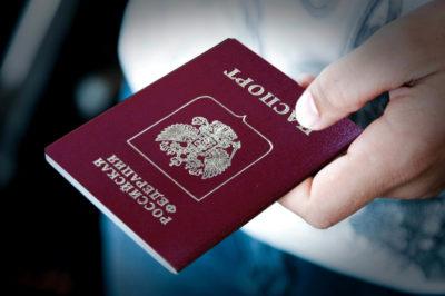 Изображение - Какие документы нужны чтобы продать земельный участок otdaet_pasport_1_07112048-400x266