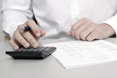 Как оплачивается больничный лист совместителю, отработавшему менее 2 лет?